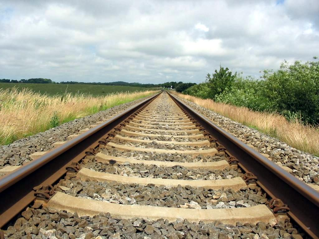 Why Are There Stones Alongside Railway Tracks? » Science ABC