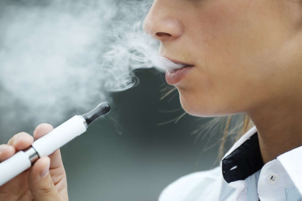 E-cigarette Smoking (Photo Credit: diego cervo / Fotolia)