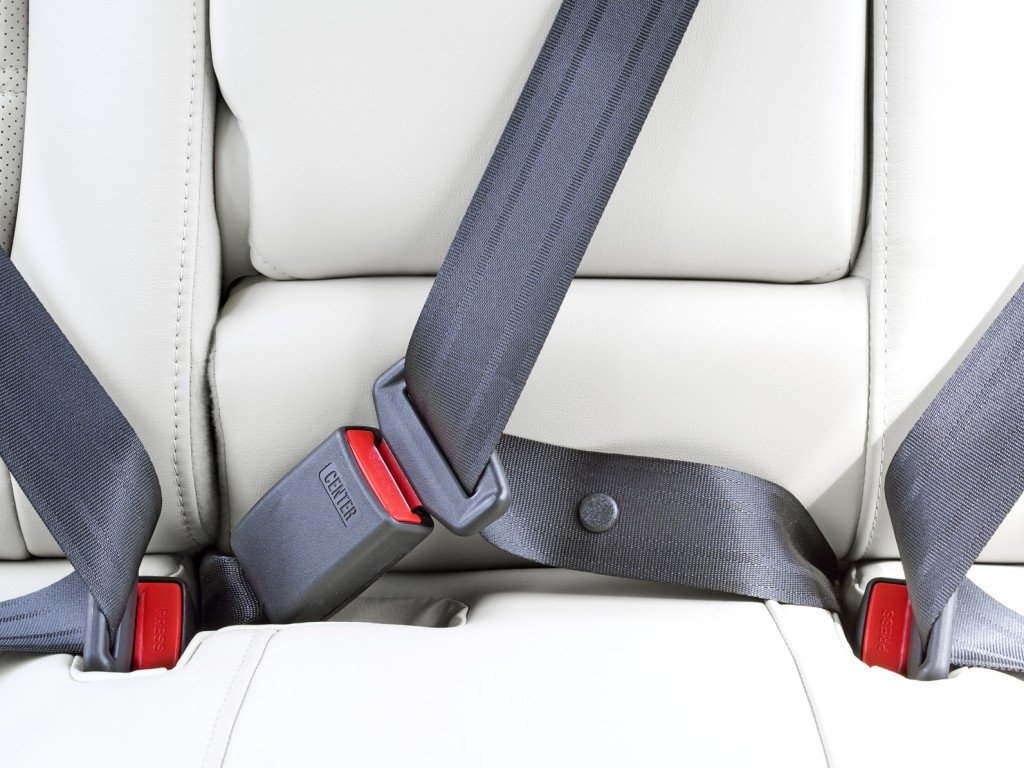 why people should wear seatbelts The importance of wearing a seat belt safety devices are very important in our everyday life many accidents happen every single day and proper use of safety restraints have saved many lives.