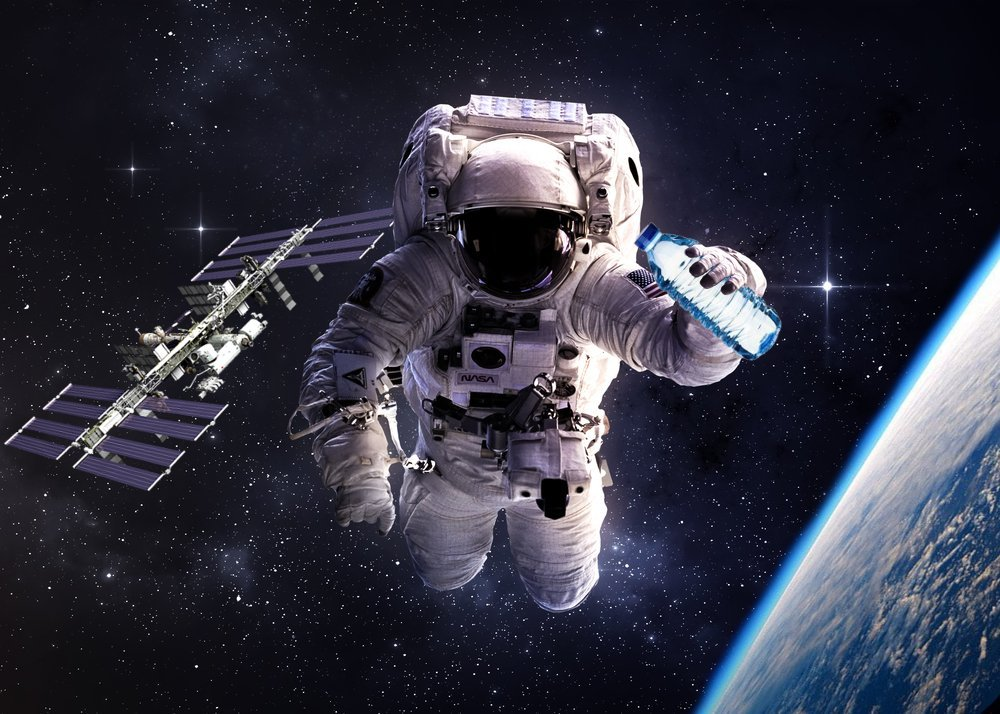 astronaut in the space - photo #2