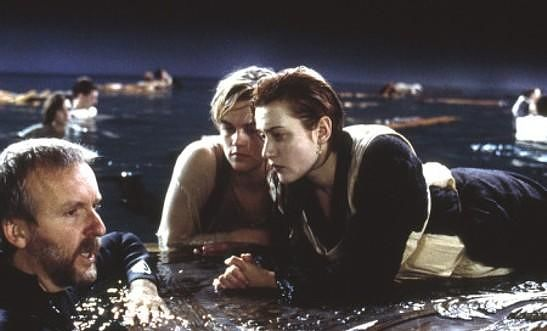 could both jack and rose fit on the raftdoor after