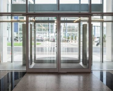 Automatic mall door