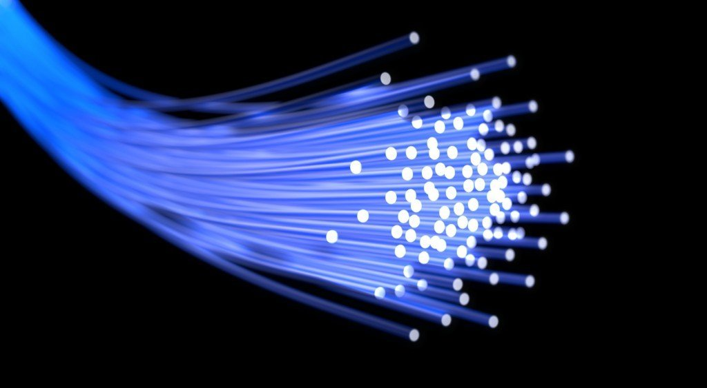 the important features of fiber optics in high speed internet linkages Fiber optics in the home two of the most important attributes of fiber-optic cable that make it acandidate for wiring within the ultra high-speed internet.