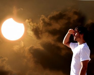 Guy looking Eclipse with naked eye