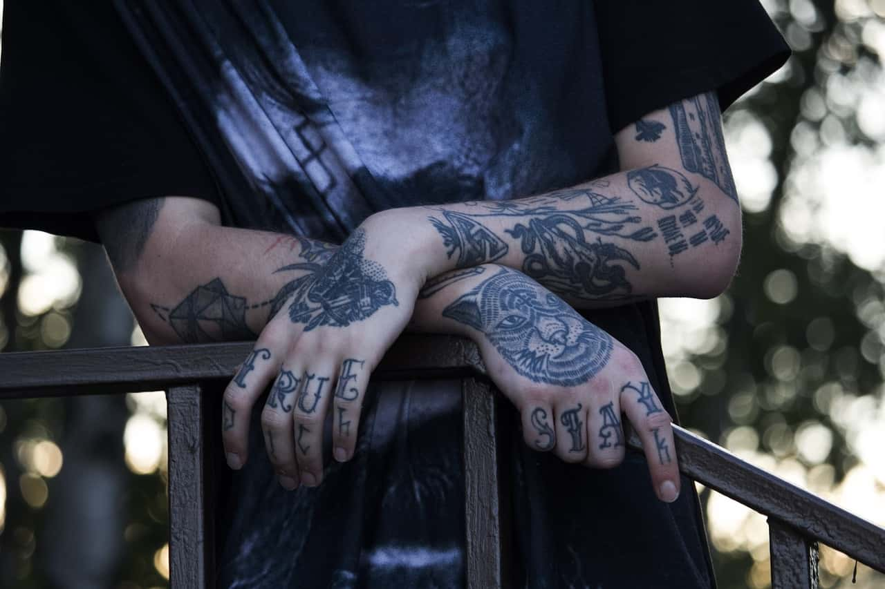 Can a skin colored tattoo cover up a bad older tattoo for Skin tone tattoo cover up