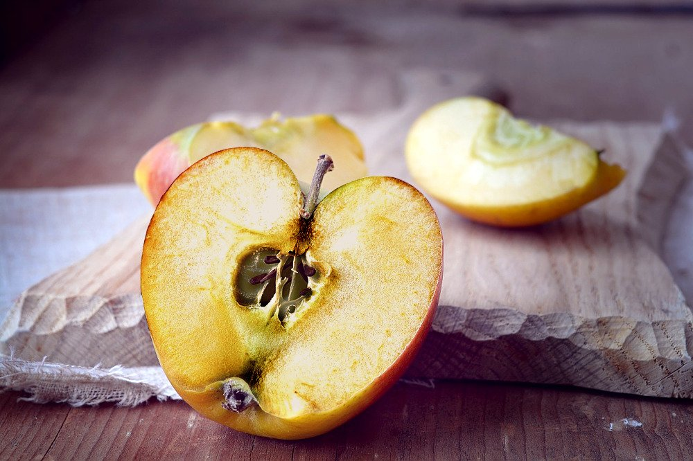 3 Ways to Keep Fruit from Turning Brown - wikiHow