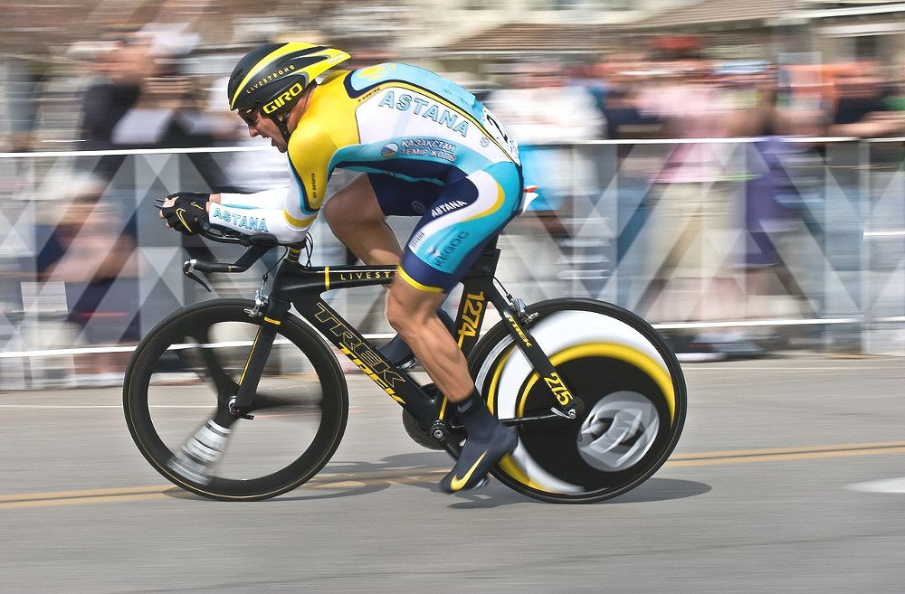 Cyclists in racing aerodynamic.