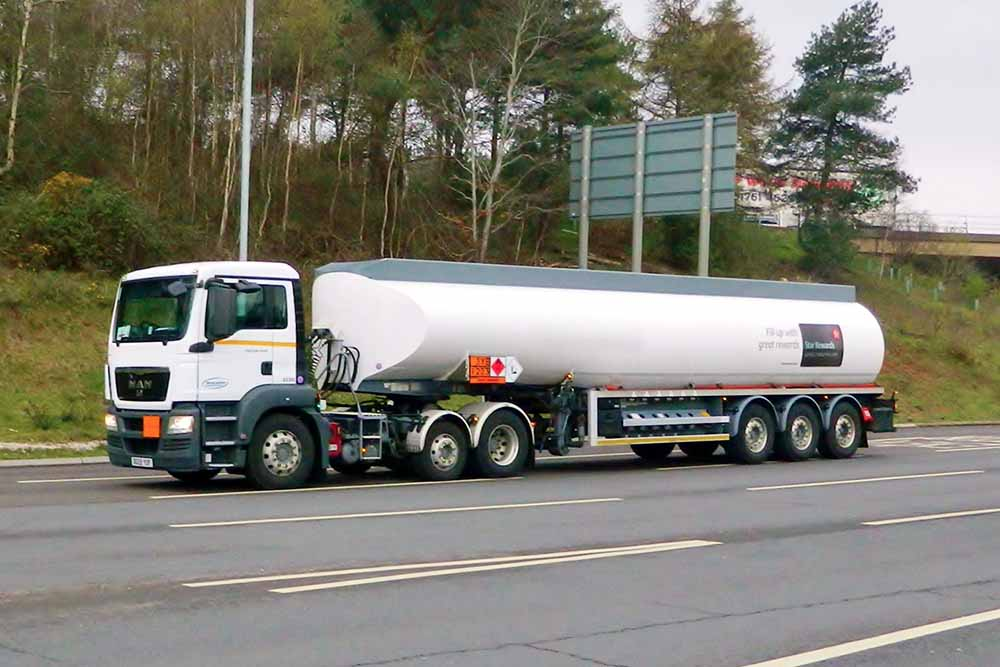 Why Do Liquid-Carrying Tanker Trucks Have Cylindrical Tankers?