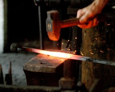 hammer heat iron rode blacksmith
