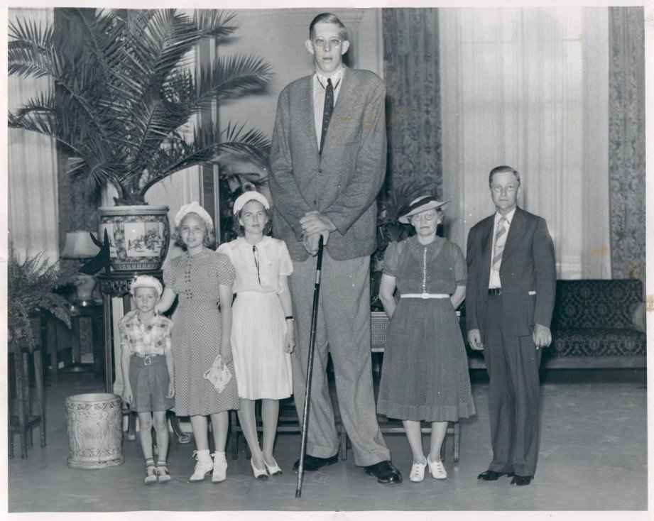 Robert Wadlow with his family