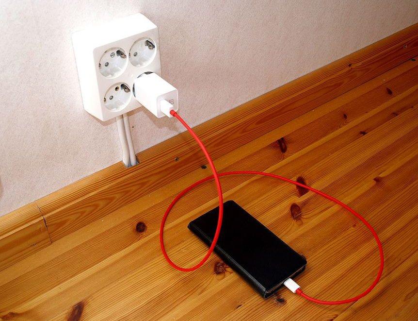 Charging_OnePlus_3_smartphone