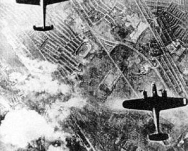 German Dornier DO-17s on a bomb run over London.