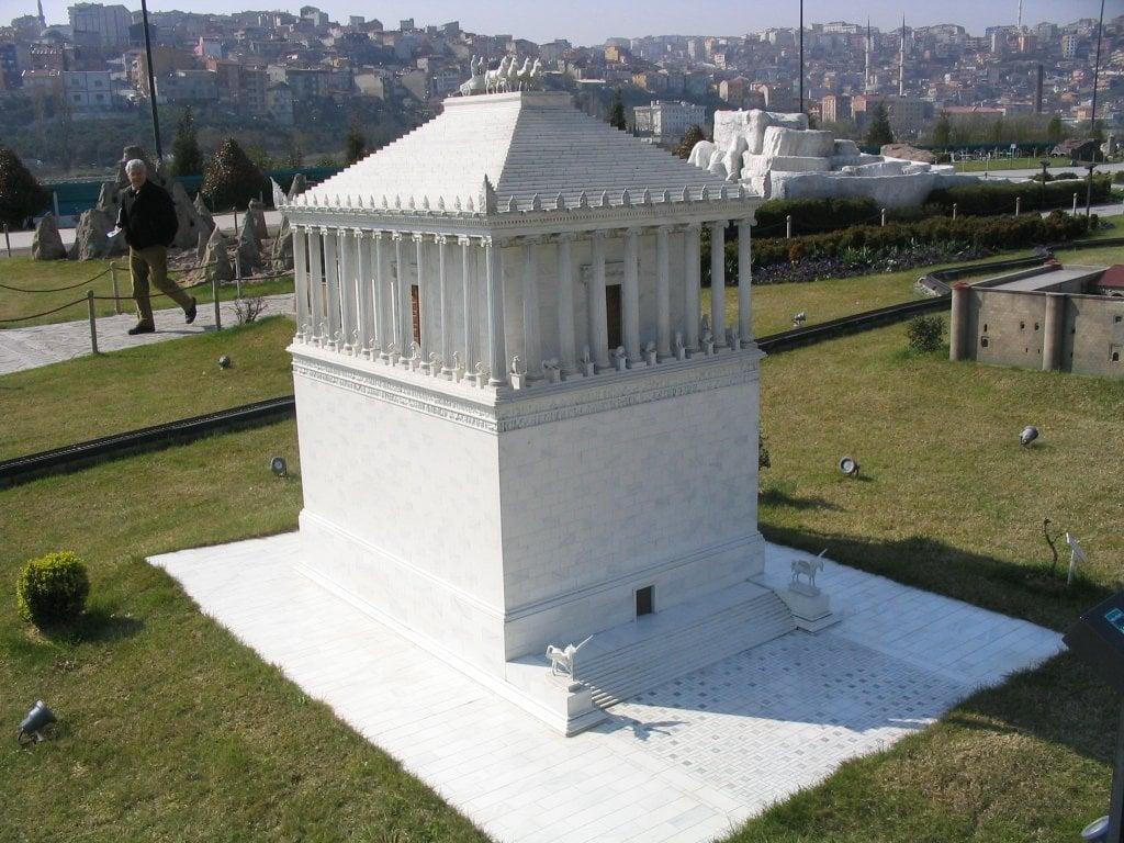 Miniaturk_Mausoleum_at_Halicarnassus