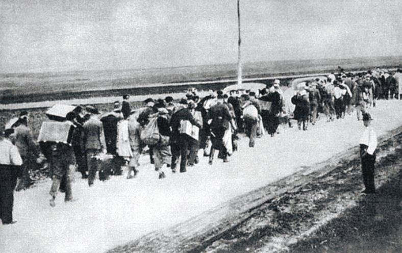 Polish_civilians_in_escape_September_1939