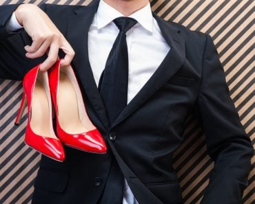 Businessman to have red high heels - Image(beeboys)s
