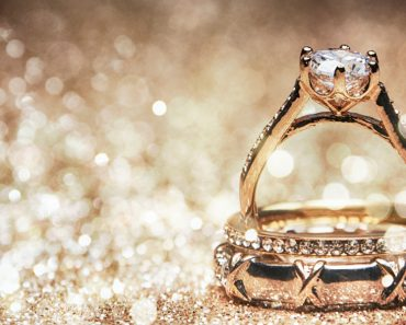 Glitter background with wedding rings - Image(MorganStudio)s