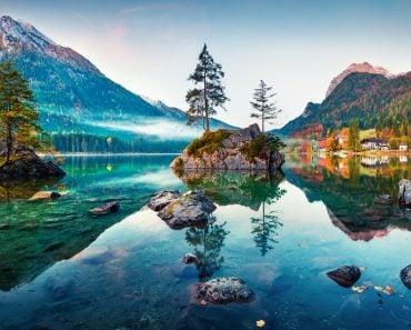Beautiful autumn scene of Hintersee lake( Andrew Mayovskyy)s