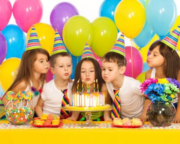 Group of joyful little kids celebrating birthday party(Svitlana Bezuhlova)s