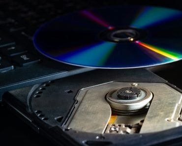 cd-on-the-computer-notebook-cd-rom-in-darkness-concept-of-technological-advances-in-computer-data_t20_Xv0BGz