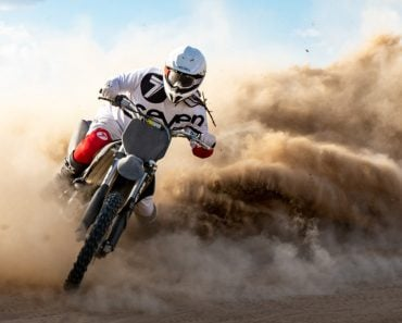 outdoors-portrait-people-people-adventure-riding-recreation-dirt-motorcycle-lifestyle-action-outdoor_t20_P3PlR8