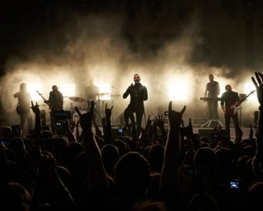 rock-star-music-concert-group-song-rockstar-frontman-vocal_t20_8gnLzj
