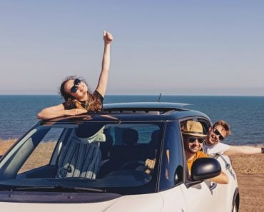 happy-smiling-fiends-in-the-car-near-the-sea-summer-road-trip_t20_gLZwN7