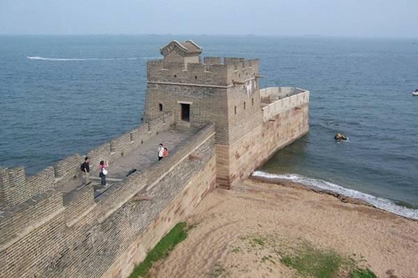 Great Wall Of China Meets the Sea 002