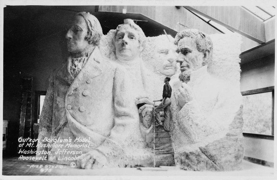 Gutzon_Borglum's_model_of_Mt._Rushmore_memorial