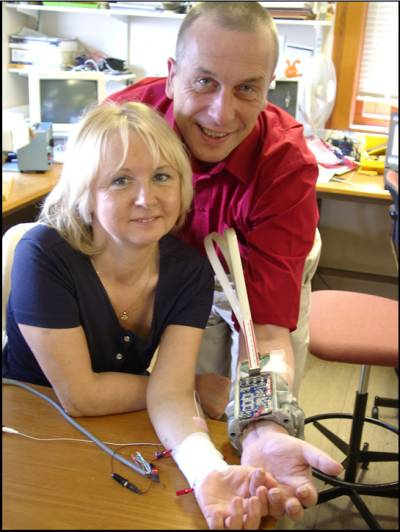 Professor Kevin Warwick and wife Irene Warwick neurally connected via implants. (www.terasemjournals.com)