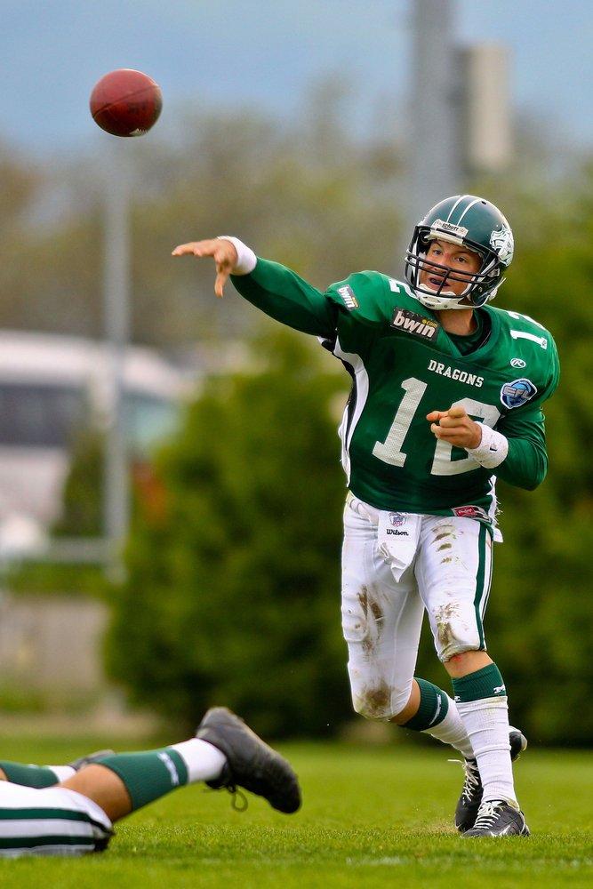 quarterback throwing