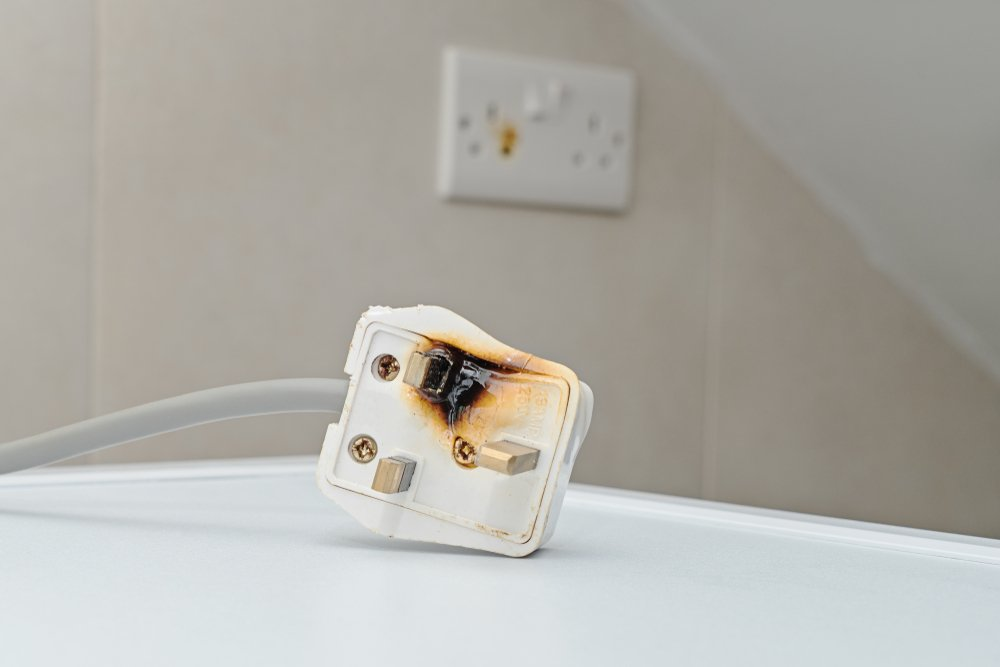 Improper use of AC Power Plugs and Sockets cause of short circuit and fires at home(Kira_Yan)s