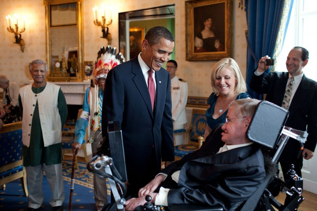 Barack_Obama_speaks_to_Stephen_Hawking