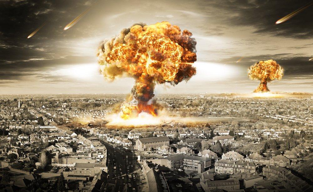 Nuclear war explosion in city mushroom cloud
