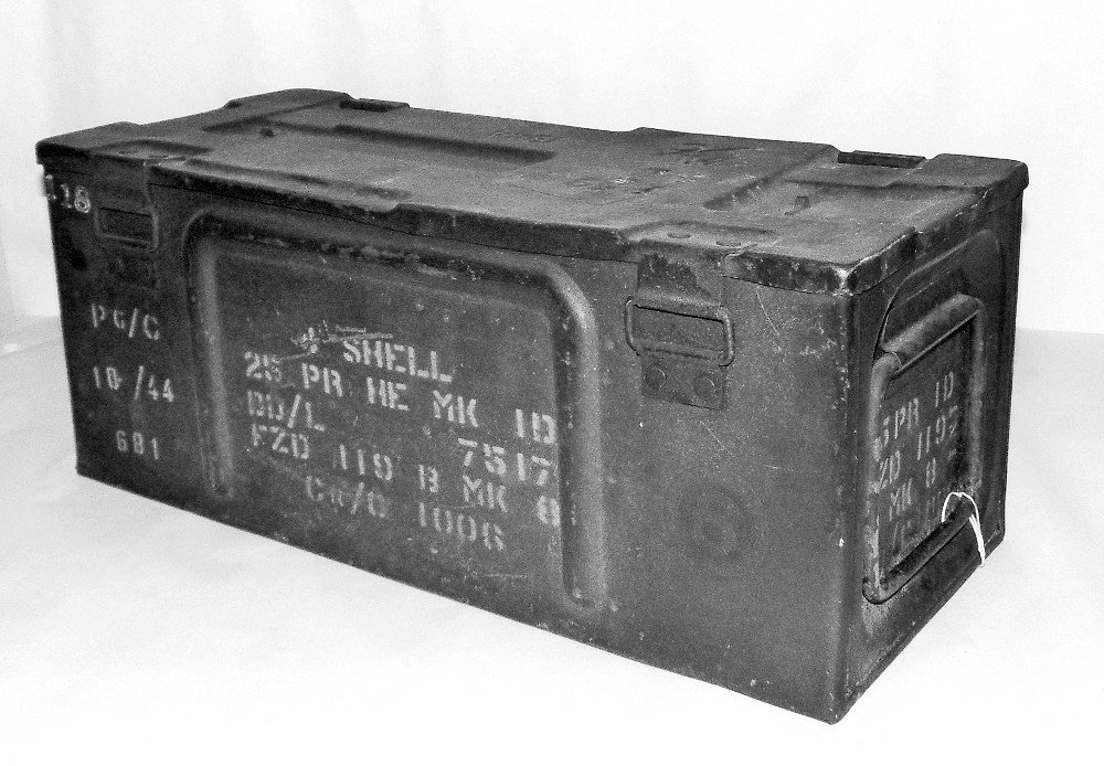 Ammunition box 25 Pounder Grenades, 4 shells