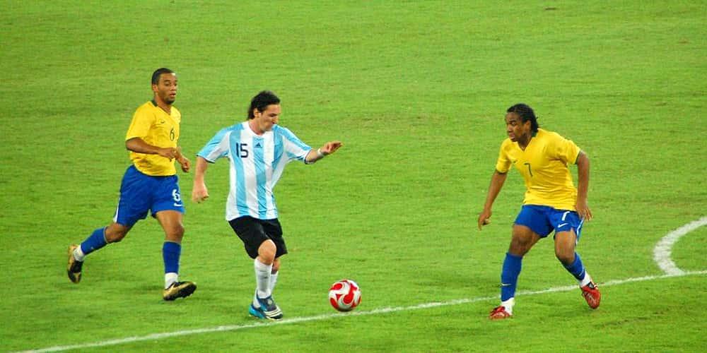 Messi dribbling Messi olympics-soccer-7