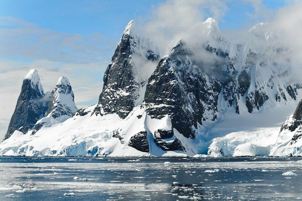 Mountains ice bergs antarctica berg