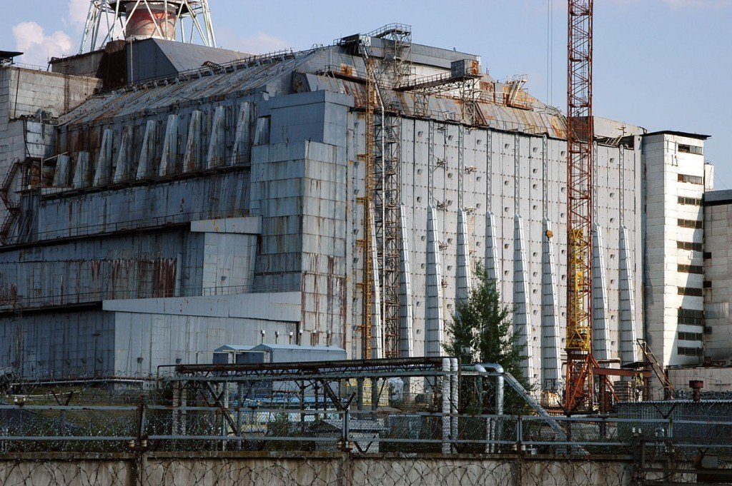 4th block of the Chernobyl Nuclear Power Plant A view of the sarcophagus in 2005