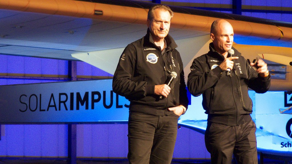 André Borschberg (left) and Bertrand Piccard (right)