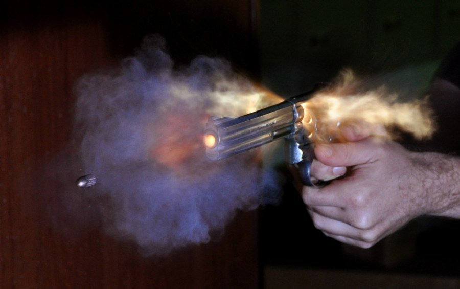 Bullet_coming_from_S&W