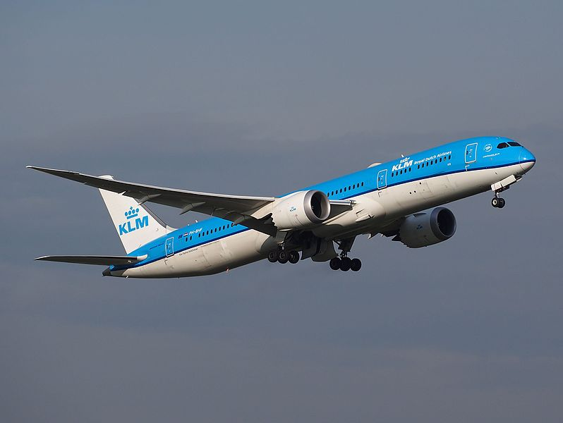 PH-BHF_KLM_Royal_Dutch_Airlines_Boeing_787-9_Dreamliner_at_Schiphol_(AMS_-_EHAM),_The_Netherlands_pic1