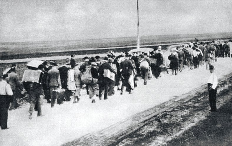 Polish_civilians_in_escape_September_1939