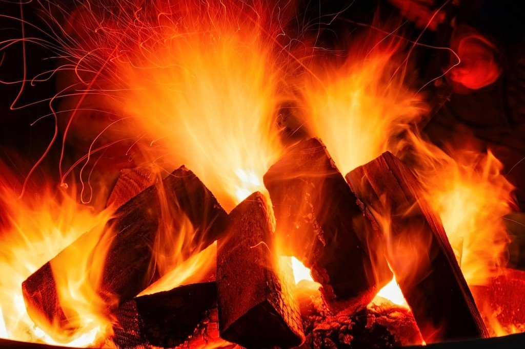 Burning of wood in an oxygenated environment
