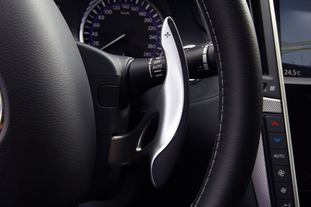 Gear levers in the steering wheel of a modern car. paddle shift, car interior - Image(otomobil)s