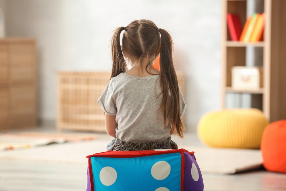 Lonely little girl at home. Autism concept - Image( Africa Studio)s