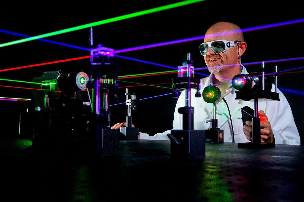 laser-in-lab.jpg