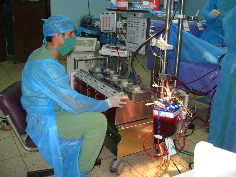 A perfusionist working with heart lung machine