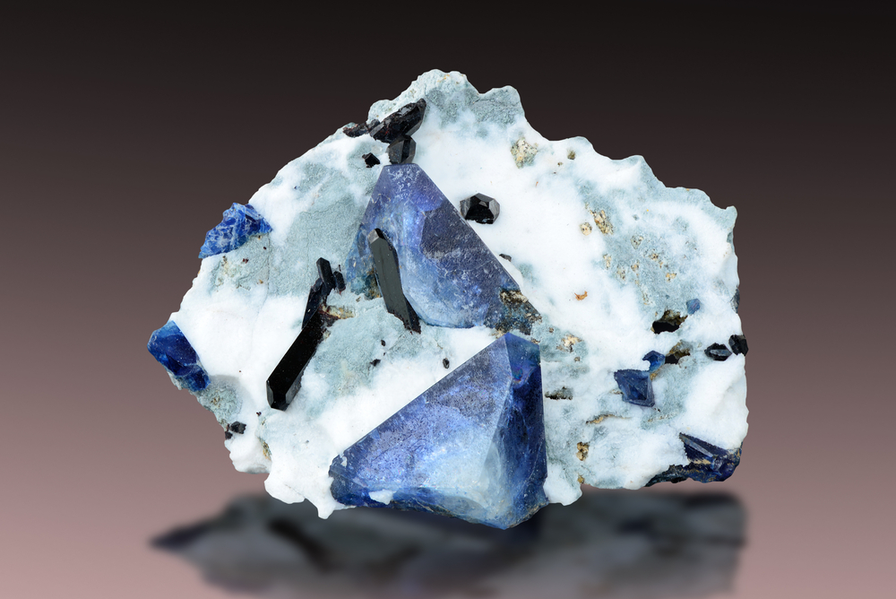 Benitoite with neptunite on natrolite from St. Benito County, California. - Image( Albert Russ)s