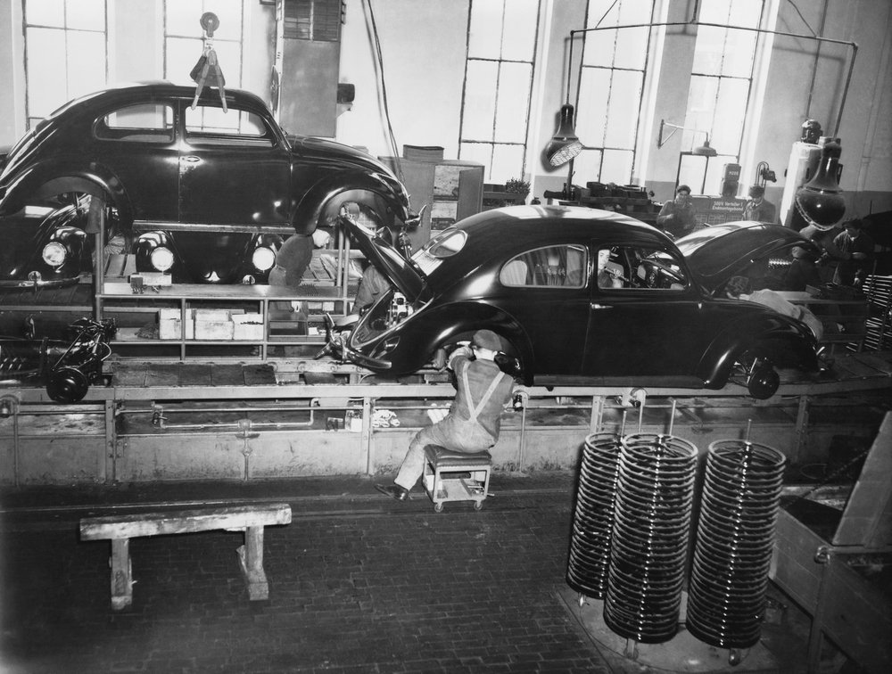 ASSEMBLY LINE - Image( Everett Collection)s