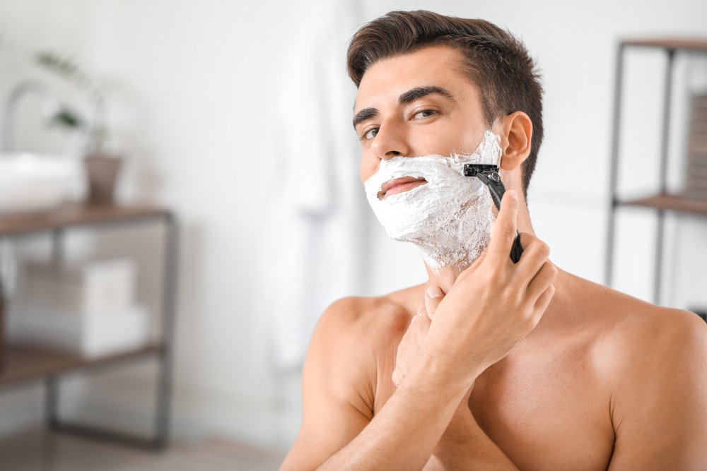 Handsome young man shaving at home(Pixel-Shot)s
