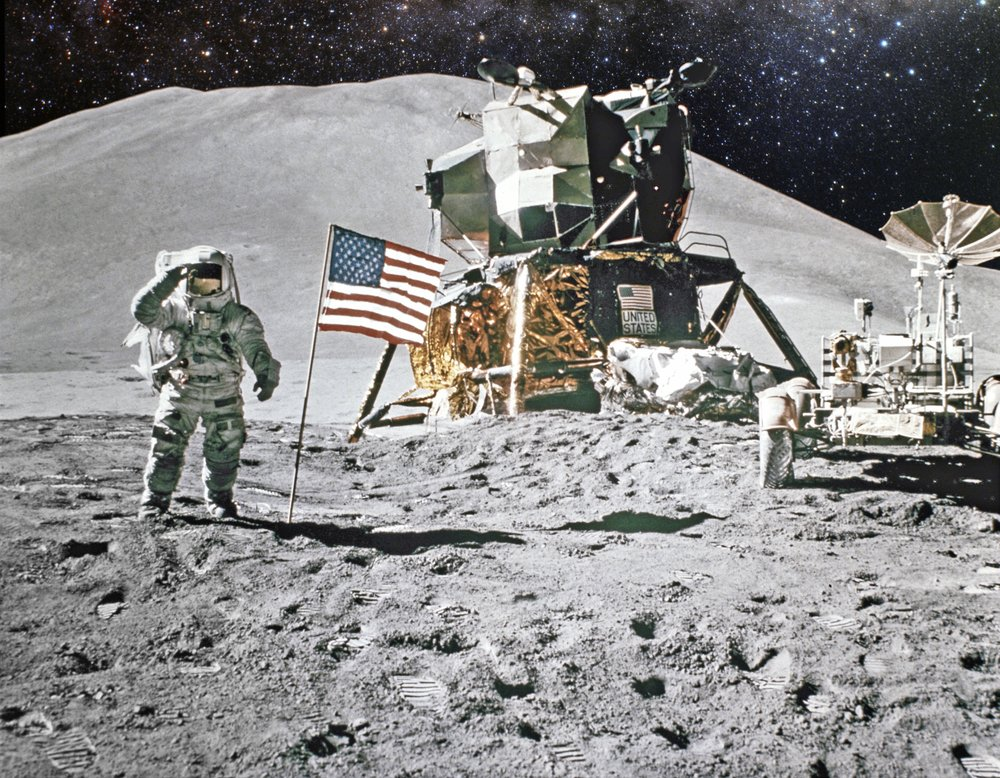 Astronaut on lunar (moon) landing mission(Castleski)s